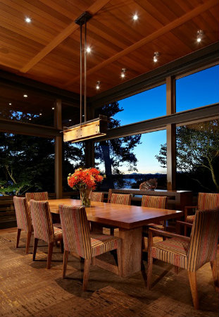 A well-designed light fixture can perform more than one function at a time. Combining ambient, task and accent lighting in a contemporary dining fixture guarantees greater visual appeal and a more sufficient lighting plan.