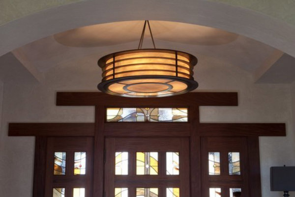 This clean and spare drum shade elegantly conceals its light source to exude a warm and inviting glow.