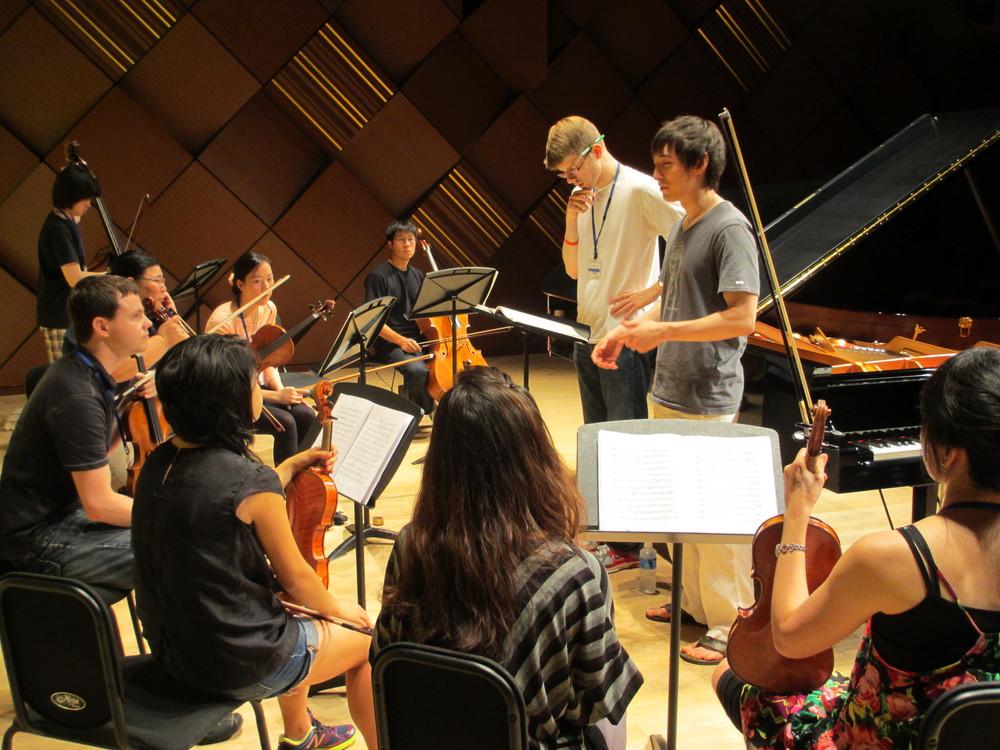 銀座ヤマハコンサートホールにおいてショパンピアノ協奏曲第1番のリハーサル