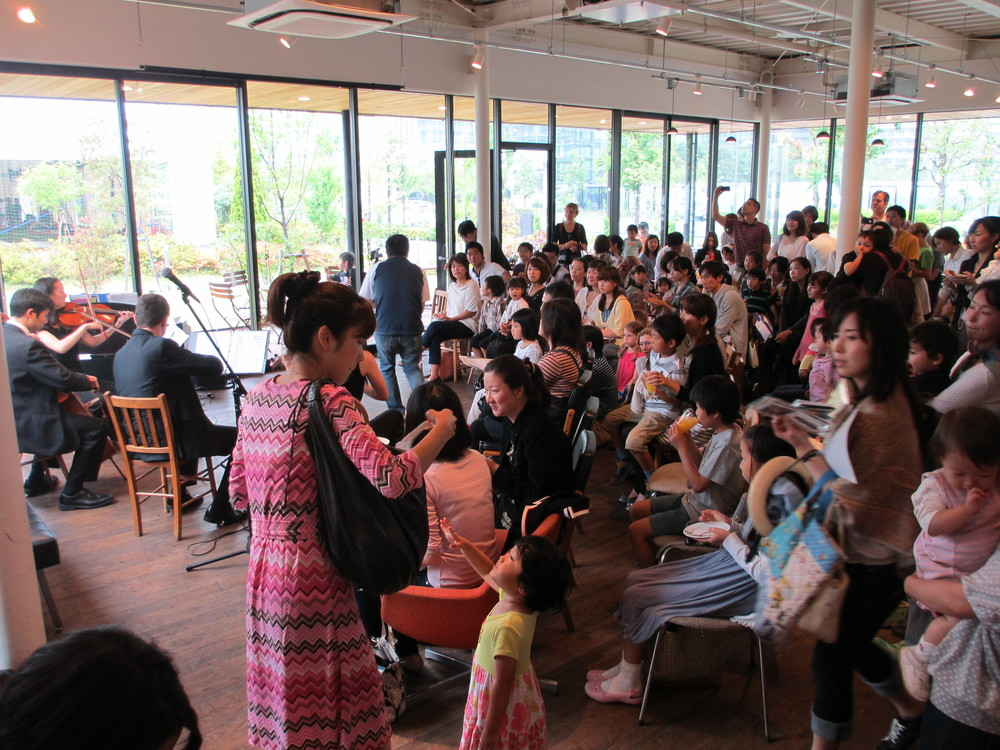 Cafe Haus concert to connect with people in Toyosu