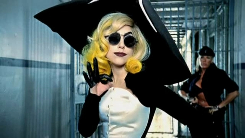 Lady-Gaga-ft-Beyonce-Telephone-Music-Video-Screencaps-lady-gaga-19363528-1248-704.jpg