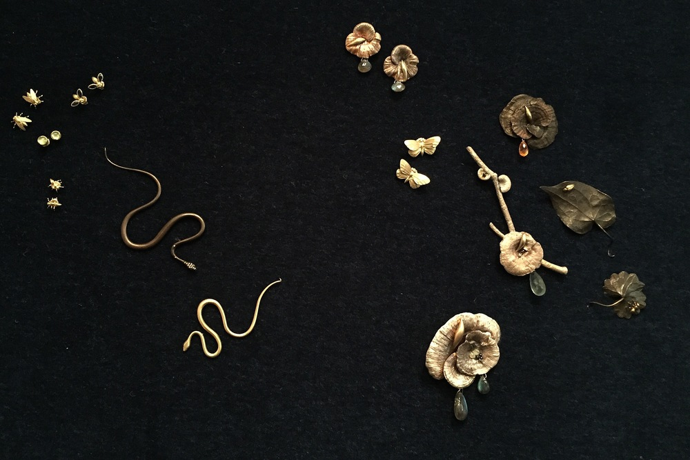 "the artists in the philadelphia museum of art's ""audubon to warhol: the art of american still life"" exhibit on view through january 10th, expressed their identity through still life. Our kind of #stilllifeselfie brings together a collection of nature's gifts cast and created by hand by the inimitable jeweler, gabriella kiss"