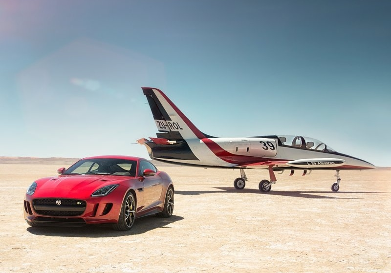 The new flagship model: the AWD F-Type R Coupe