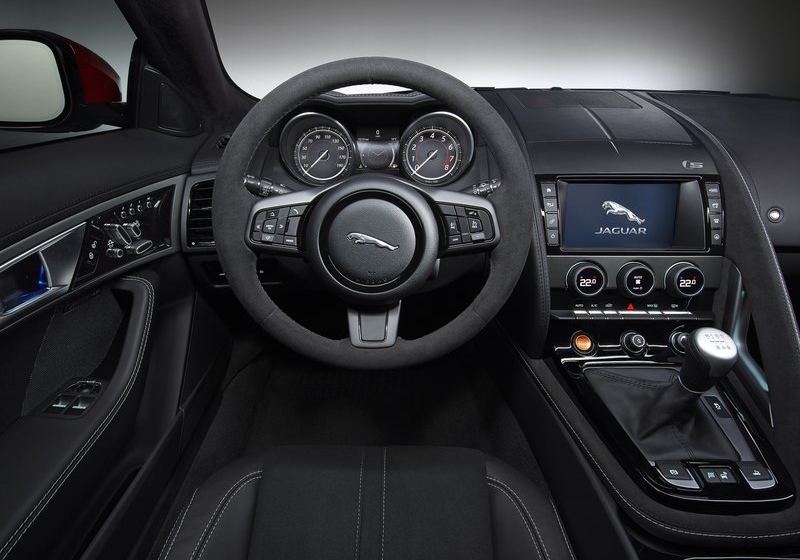 The interior of the V6 S, equipped with a manual transmission