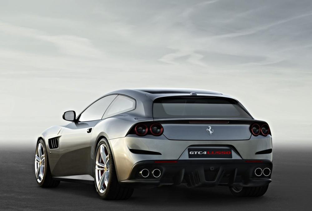 Ferrari-GTC4_Lusso_2017_1600x1200_wallpaper_03.jpg