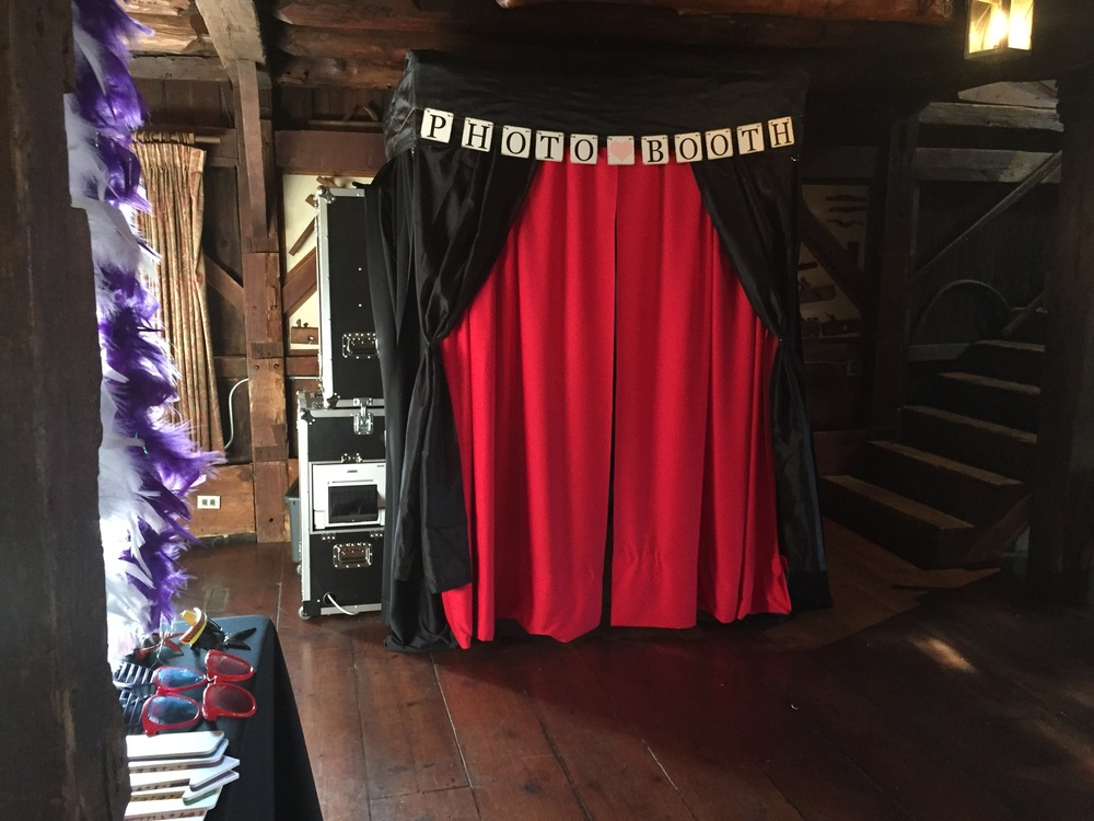 beautiful-wedding-photobooth-rental-starview.png
