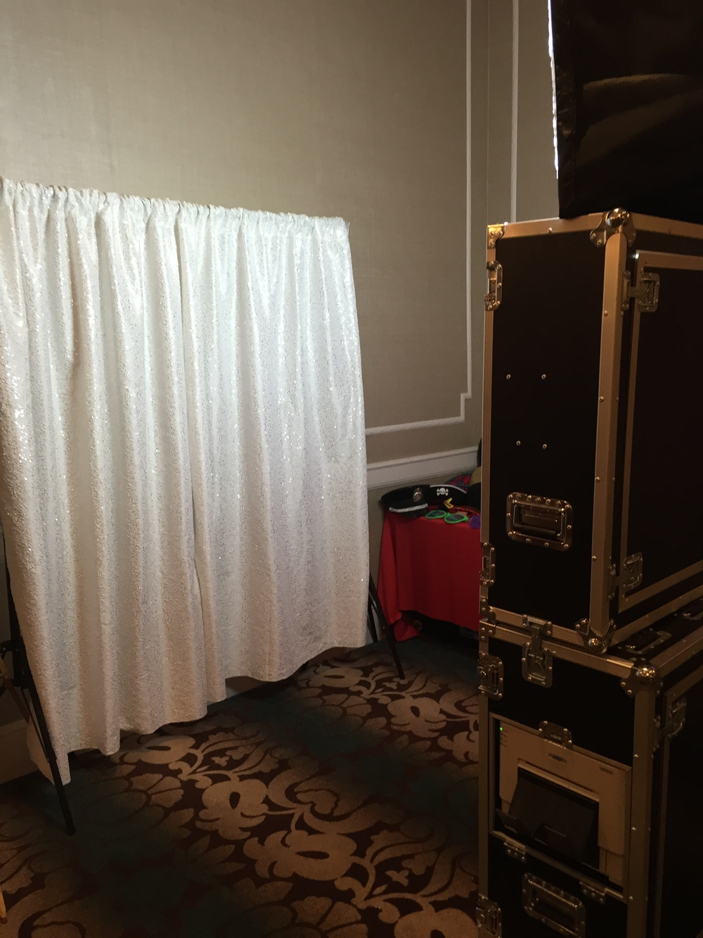 open-photo-booth-rental-style-bridal-show.png