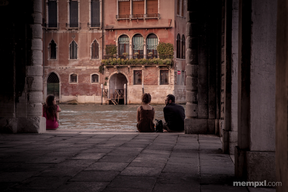 Dinner by the Main Canal Venice 2014.jpg