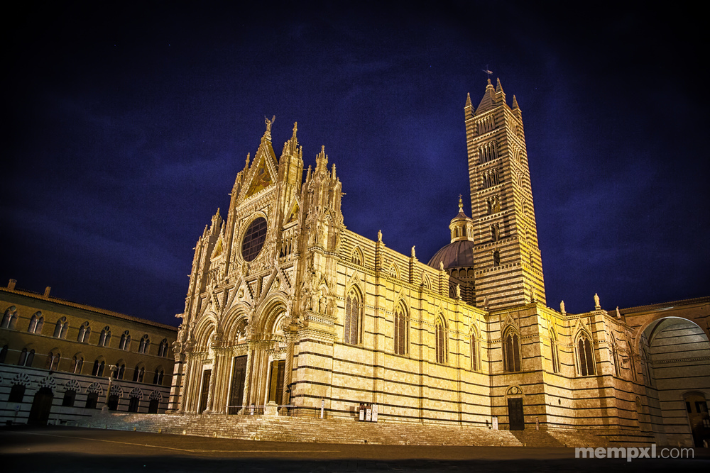 Sienna Cathedral at Night.jpg