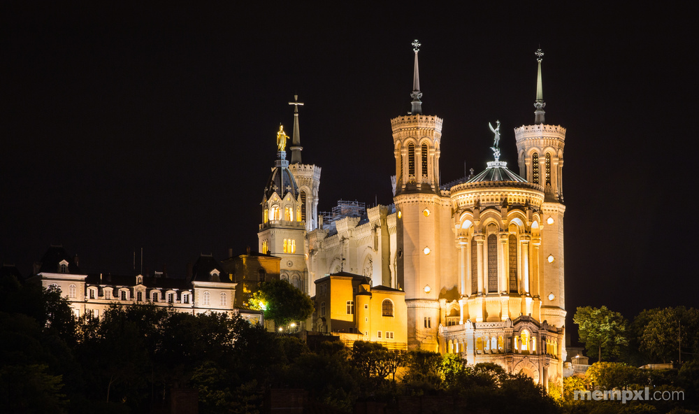 Lyon Notre Dame at Night.jpg
