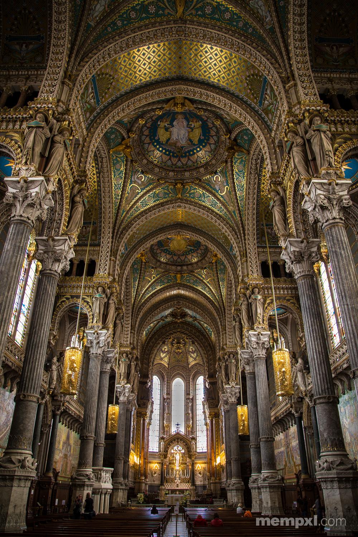 Inside Lyon Notre Dame.jpg