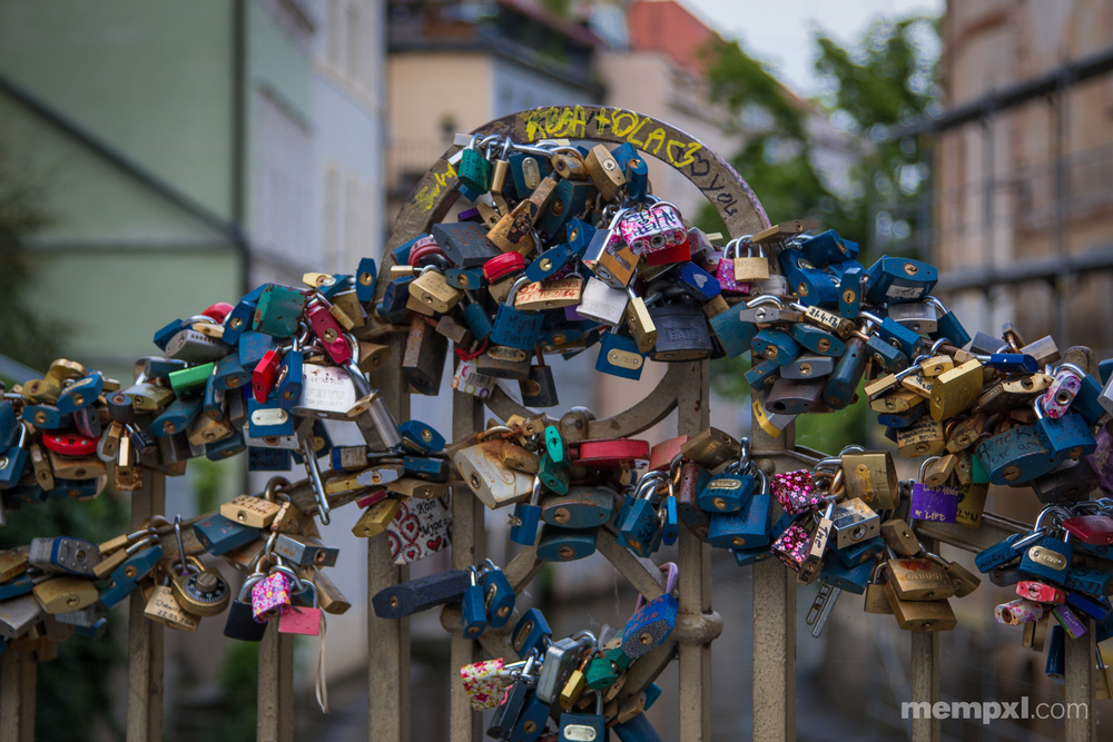 Love Lock Bridge Prague.jpg