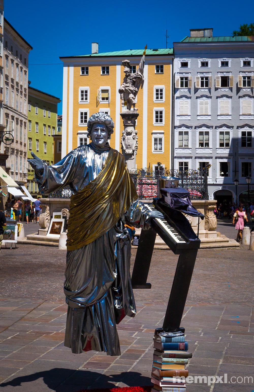 Austrian Street Performer Salzburg 2014 WM.jpg