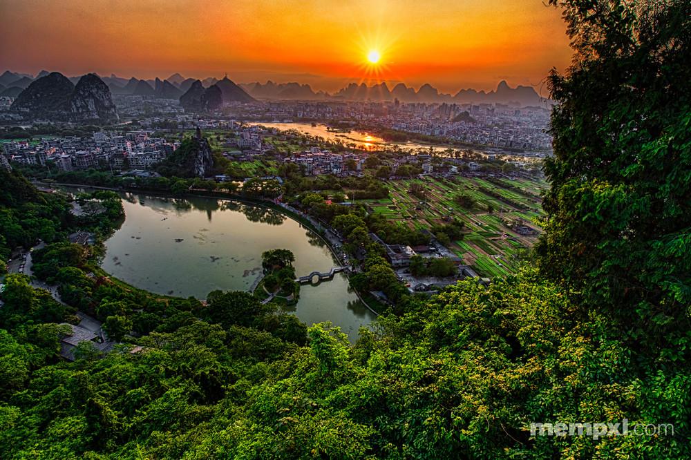 First Sunset stary sun - Guilin April 2015 WM.jpg