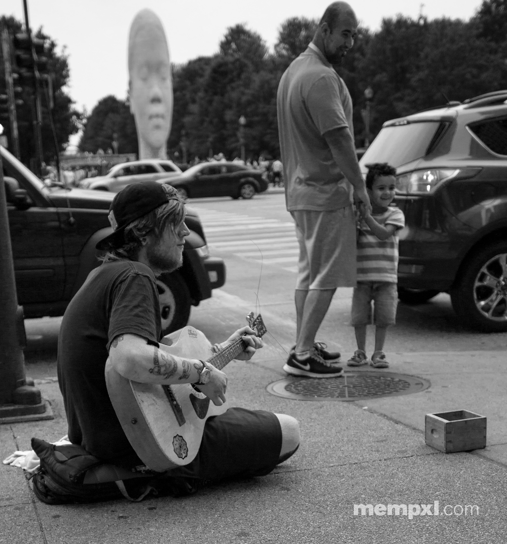Chicago Street performer June 2015.jpg