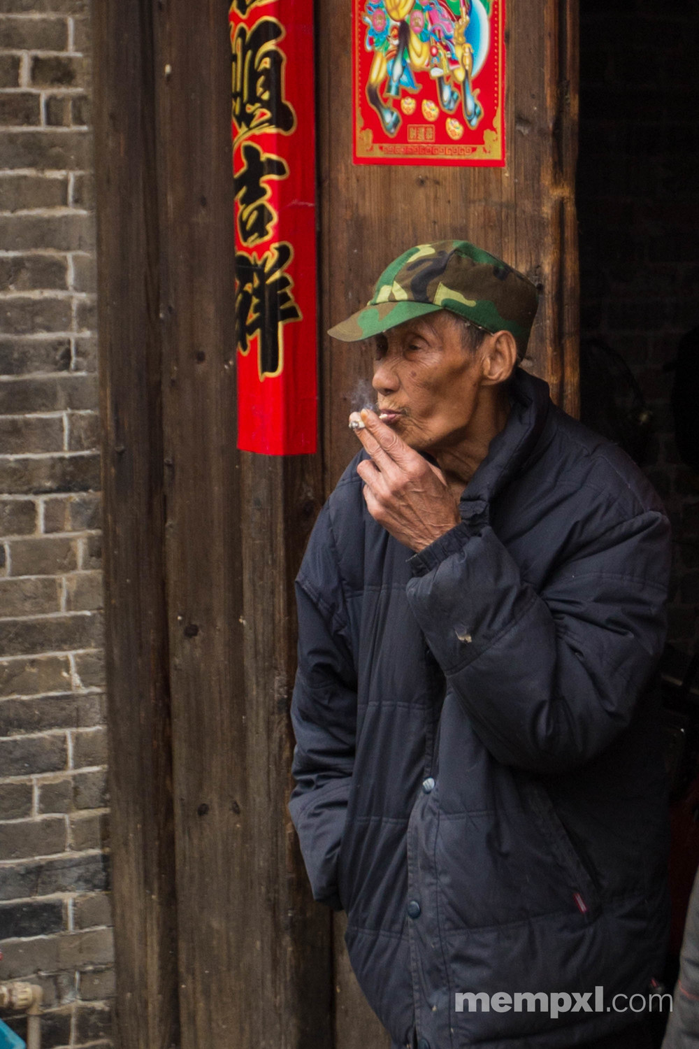 Old man & Cig - Xingping April 2015 WM.jpg