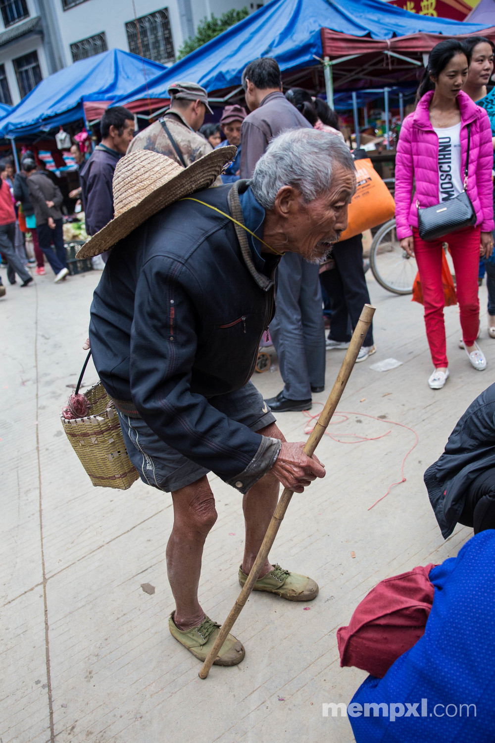 Market Old Guy - Xingping April 2015.jpg