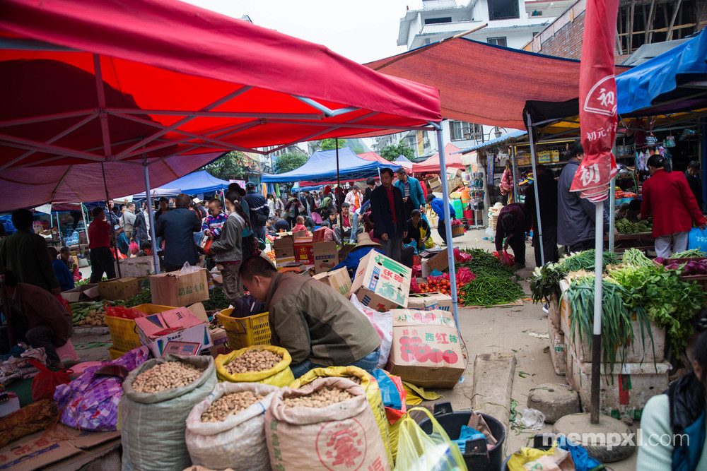Market 6 - Xingping April 2015.jpg