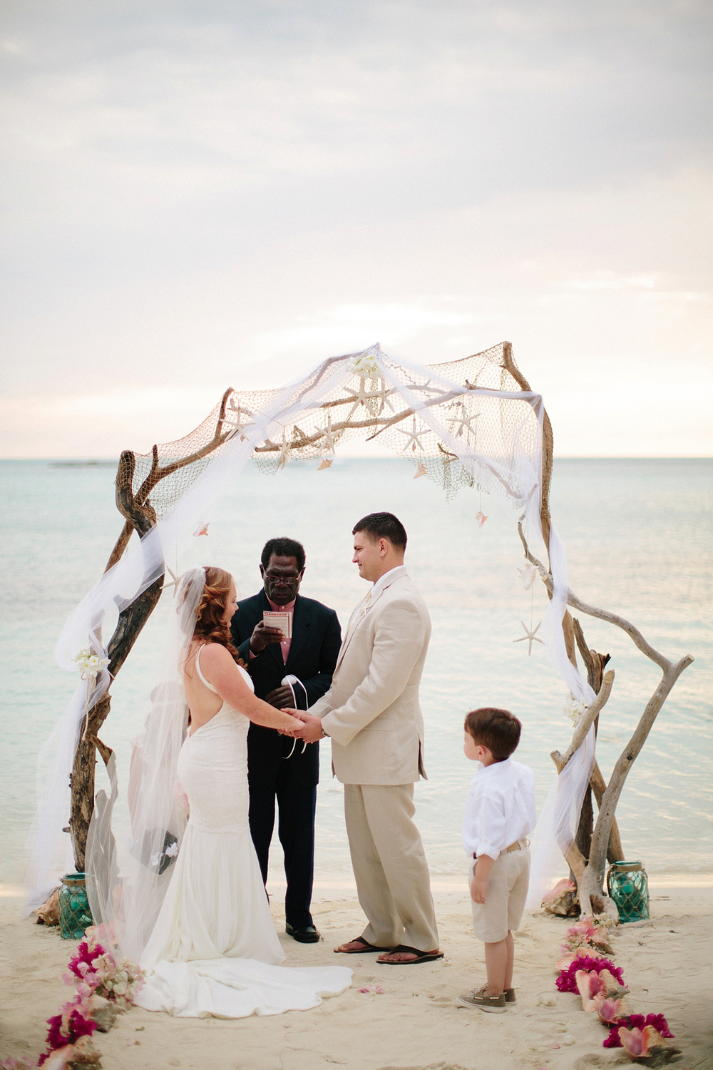 bahamas-destination-wedding-photographer-island-private-ceremony-staniel-cay_0028.jpg