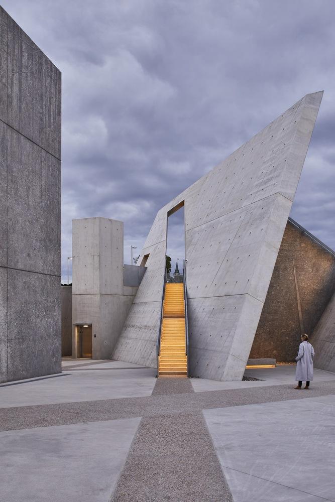 263-Libeskind_Holocaust_Monument.jpg