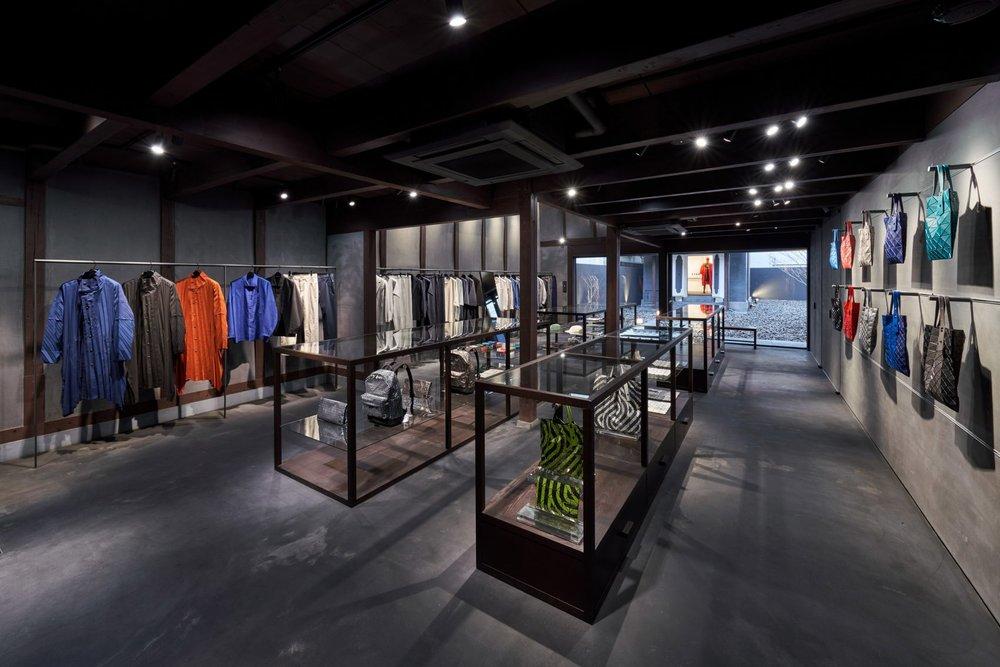 interiors-retail-shops-issey-miyake-kyoto-japan_dezeen_2364_col_0-1704x1137.jpg
