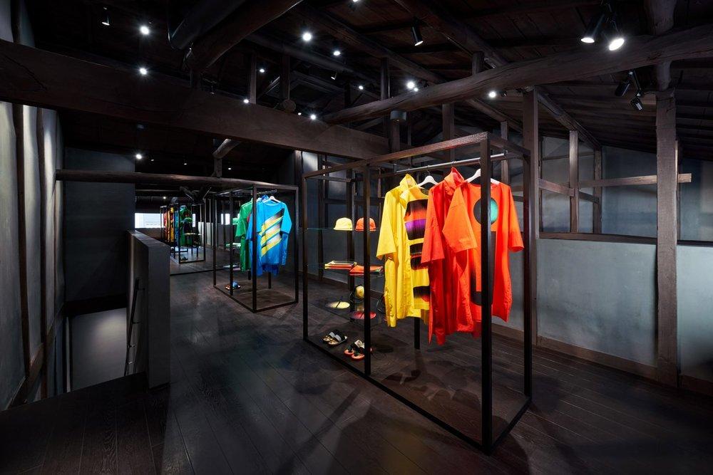 interiors-retail-shops-issey-miyake-kyoto-japan_dezeen_2364_col_3-1704x1137.jpg
