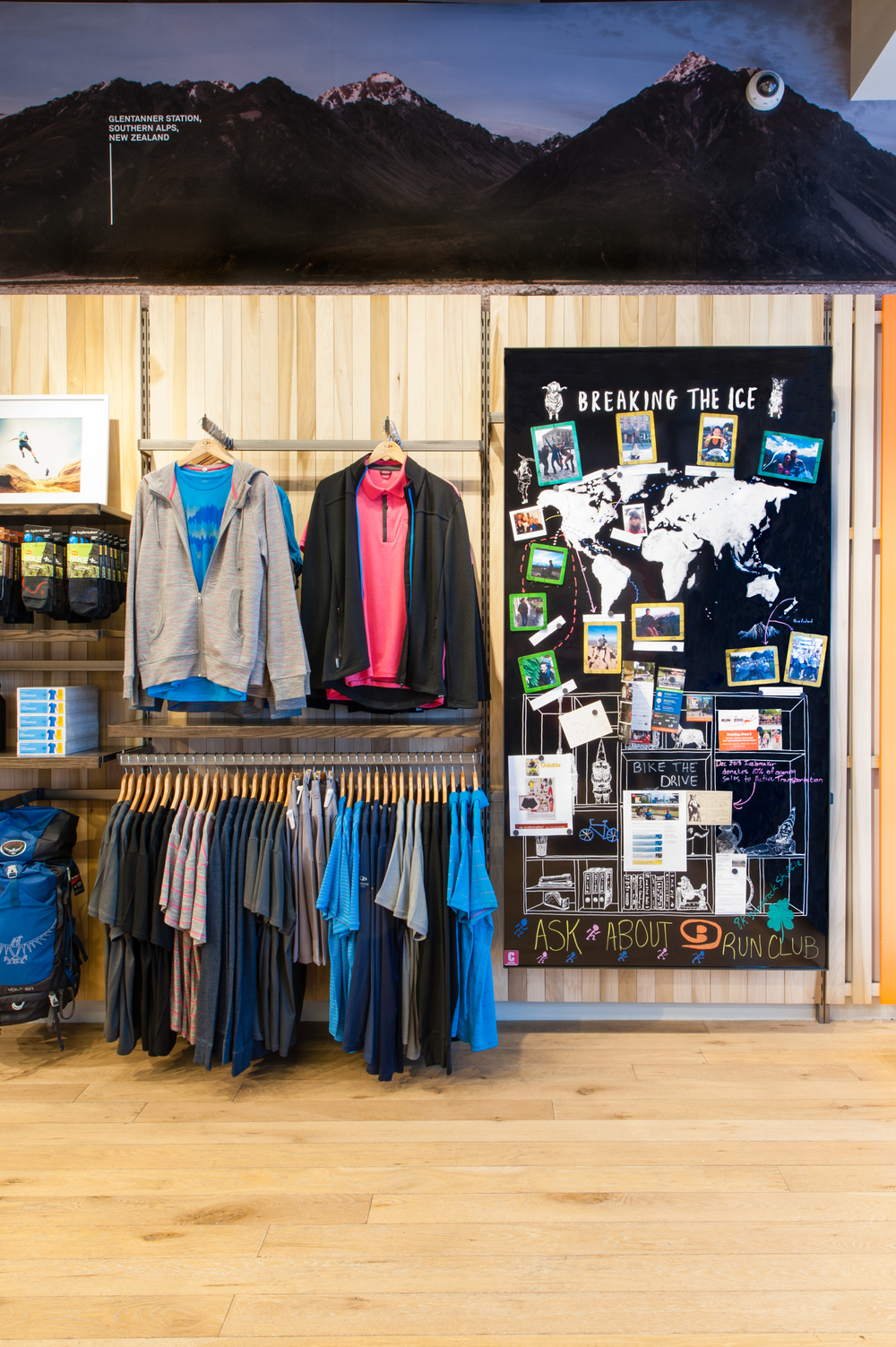 Backwall Display and Merchandising