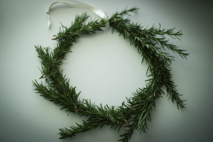 Rosemary Wreath || thinkbiglivesimply.com