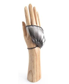 Thomasine-Gloves-Coquillage Nappa Metallic-The-Partners-In-Crime-by-Sarvenaz-Dezvareh.jpg