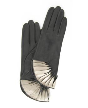 Thomasine-Gloves-PARIS BLACK-CHALK-The-Partners-In-Crime-by-Sarvenaz-Dezvareh.jpg