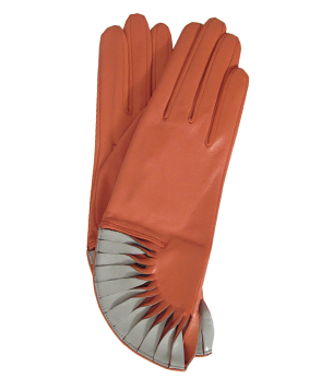 Thomasine-Gloves-PARIS-GERANIUM-CHALK-The-Partners-In-Crime-by-Sarvenaz-Dezvareh.jpg