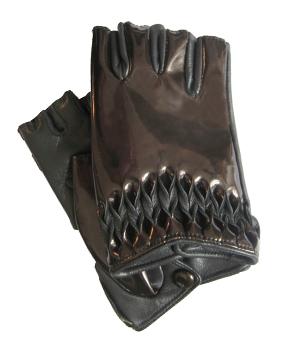 Thomasine-Gloves-MILAN-mitaine-Steel-The-Partners-In-Crime-by-Sarvenaz-Dezvareh.jpg