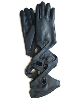 Thomasine-Gloves-NEW YORK PETROL-The-Partners-In-Crime-by-Sarvenaz-Dezvareh.jpg