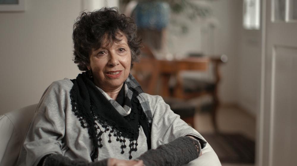 """Mia Bonzanigo >>    *1950, lebt in Chur und Zürich   """"Hansruedi war ein unglaublich grosszügiger Mensch. Er hatte immer allen, die bei ihm Geld ausleihen wollten, gesagt: Nein, ich leihe nichts aber ich schenke dir etwas."""""""