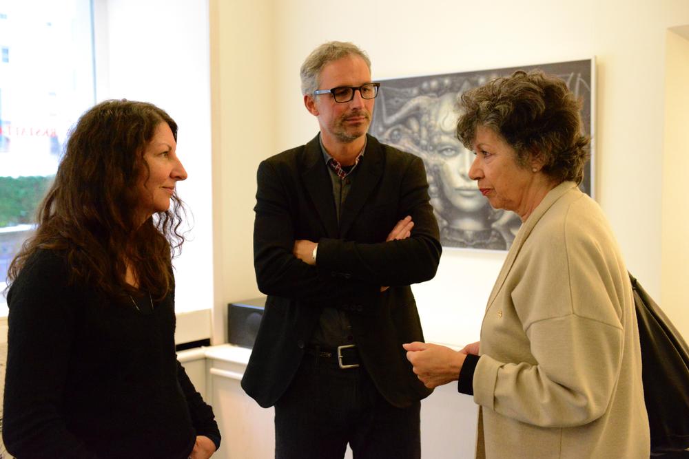 Belinda mit Arnold Crameri und Mia Bonzanigo in der Galerie Crameri in Chur