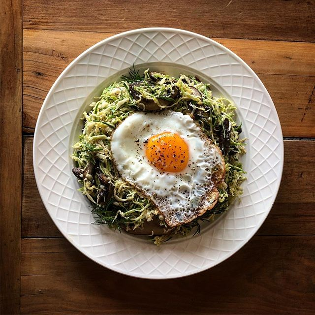 SHAVED BRUSSEL SPROUTS, SMOKED MUSHROOMS, PARMESAN AND FRIED EGG @lpsqualitymeats #smokedmeatsthebestmeat #lpsqualitymeats