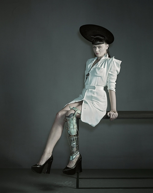 Viktoria+Modesta+New+York+Times.png