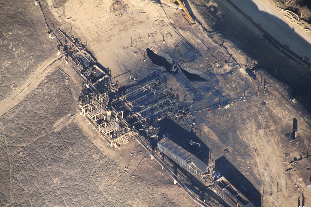 Aerial view of the Aliso Canyon gas leak, two months after the incident began. EARTHWORKS (Aliso Canyon methane leak Credit: Earthworks) [CC BY 2.0 (http://creativecommons.org/licenses/by/2.0)], via Wikimedia Commons