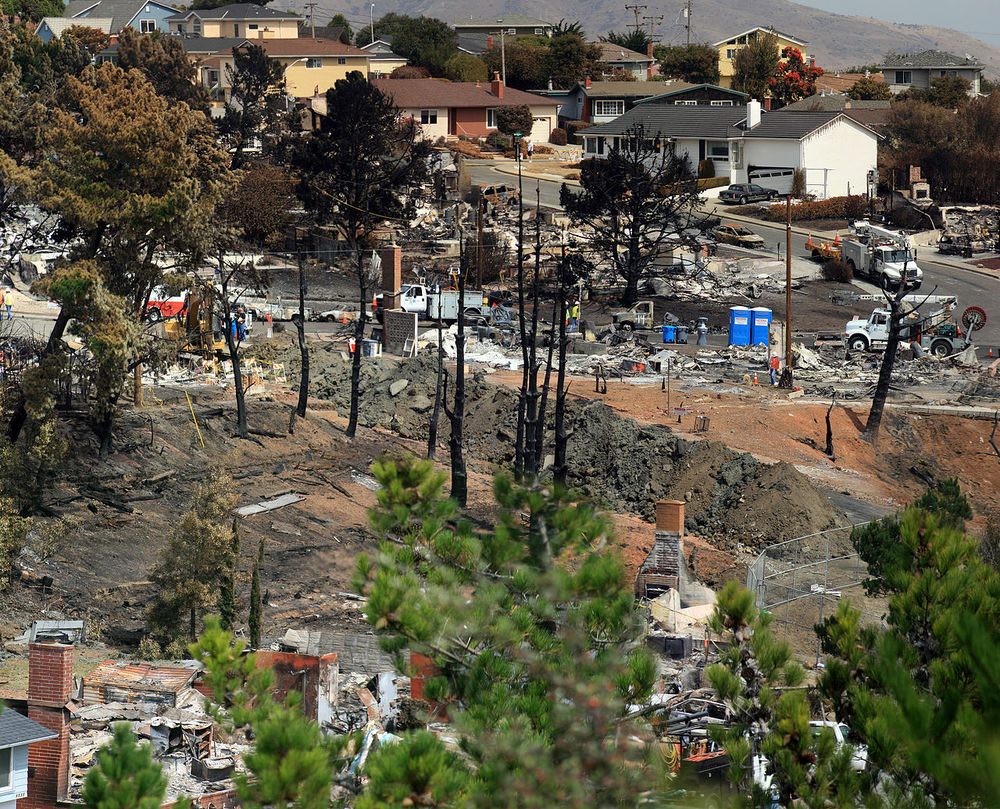 Destruction after fire and explosion in San Bruno. By Brocken Inaglory, CC BY-SA 3.0, https://commons.wikimedia.org/w/index.php?curid=16412750
