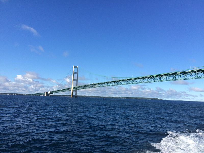A view of the Mackinac Bridge from the Straits of Mackinac by ElementBroccoli (Own work) [CC BY-SA 4.0 (http://creativecommons.org/licenses/by-sa/4.0)], via Wikimedia Commons