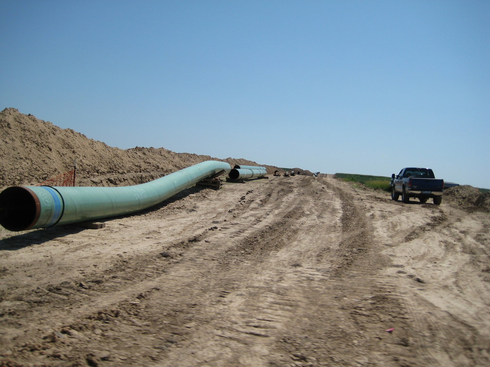 Pipes for Keystone Pipeline in 2009 by shannonpatrick17 from Swanton, Nebraska, U.S.A. (keystone pipeline) [CC BY 2.0 (http://creativecommons.org/licenses/by/2.0)], via Wikimedia Commons