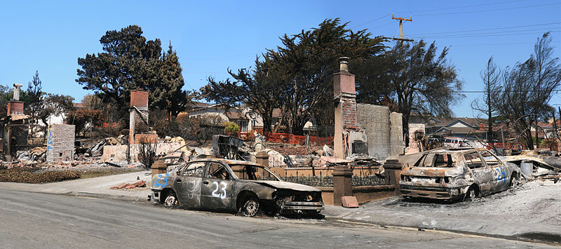 Devastation in San Bruno, California caused by a 2010 gas pipeline explosion,by Brocken Inaglory (Own work) [CC BY-SA 3.0 (http://creativecommons.org/licenses/by-sa/3.0) or GFDL (http://www.gnu.org/copyleft/fdl.html)], via Wikimedia Commons