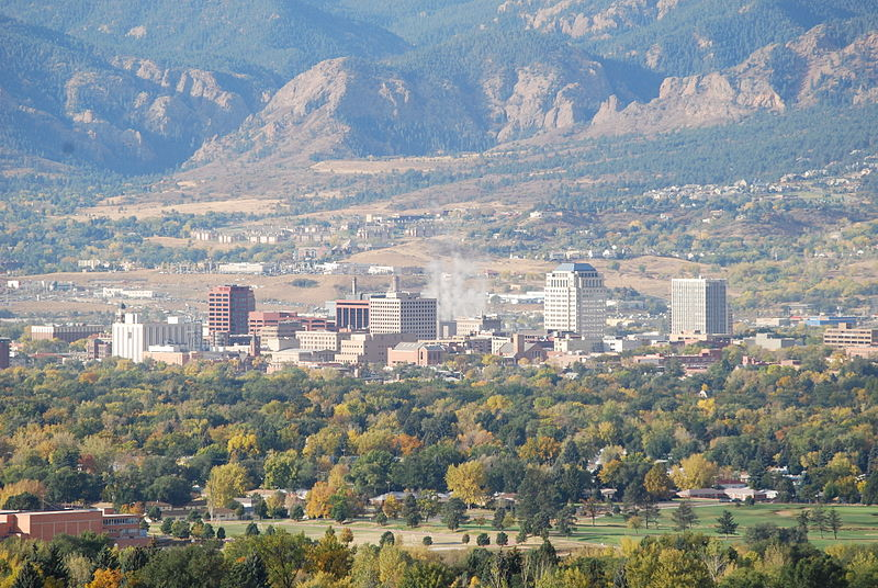 Downtown Colorado Springs by Postoak at English Wikipedia [CC BY 2.0 (http://creativecommons.org/licenses/by/2.0)], via Wikimedia Commons