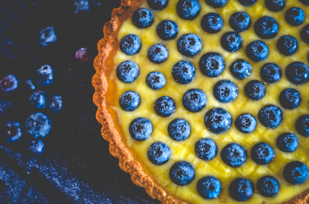 blueberry tart with vanilla cream