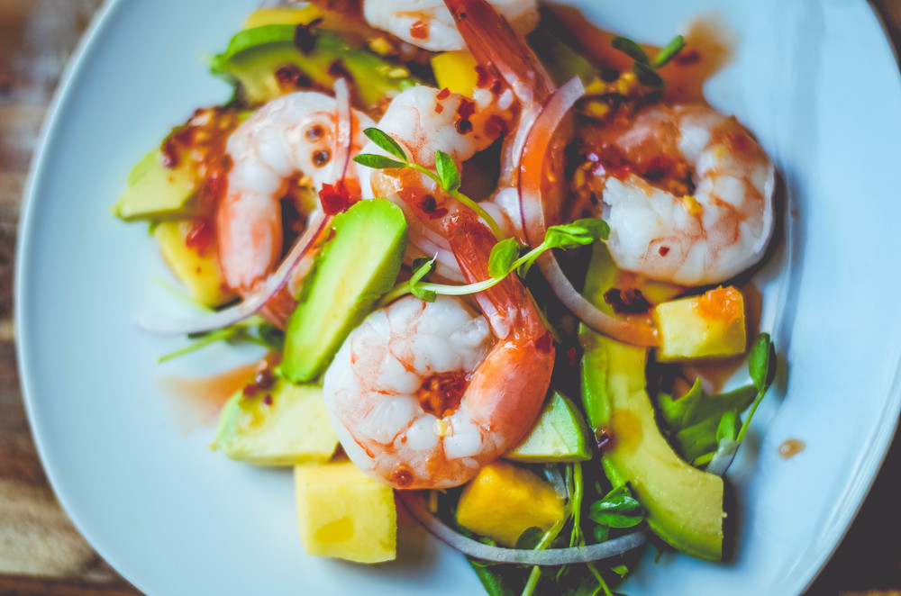 sweet chili shrimp with avocado and mango