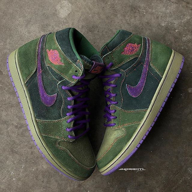 """For everyone celebrating Happy 4/20....In tradition with last years release. 10 pairs of these """"Skunk"""" AJ1s are now available via my site (link in bio). UPDATE⚠️ Site has been fixed everyone should be able to successfully checkout with their orders now sorry for the issue"""