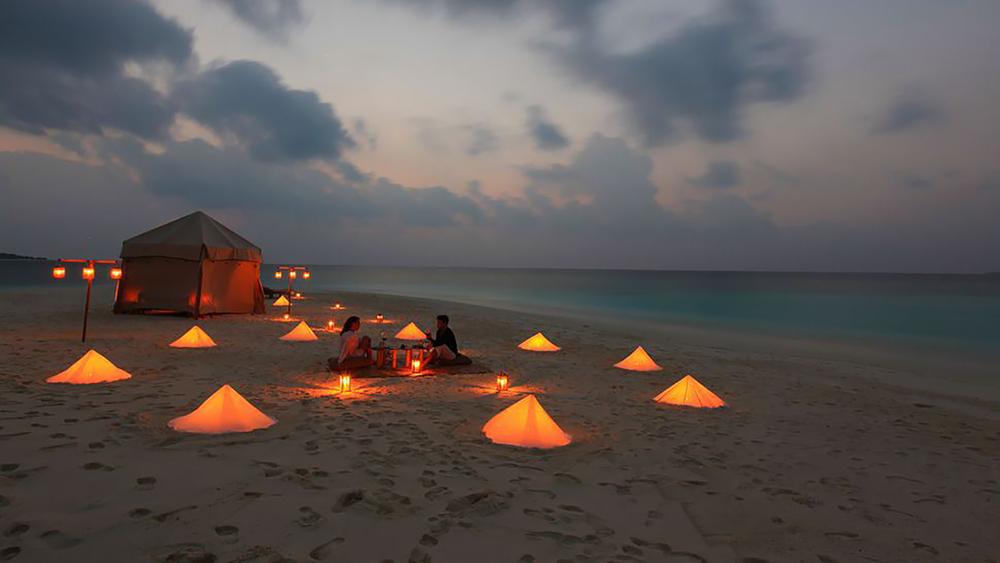 private-dinner-picnic-beach.jpg