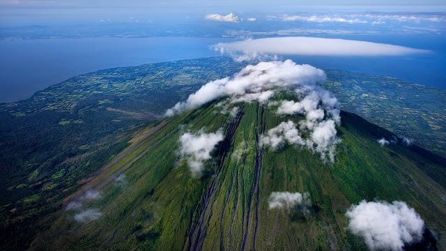 1920x1080_misc_volcano.jpg