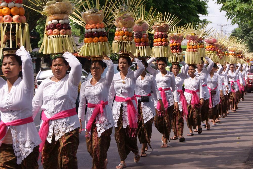 Odalan_procession.JPG