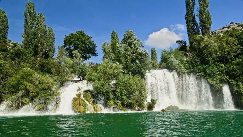 waterfall-505506_1920.jpg